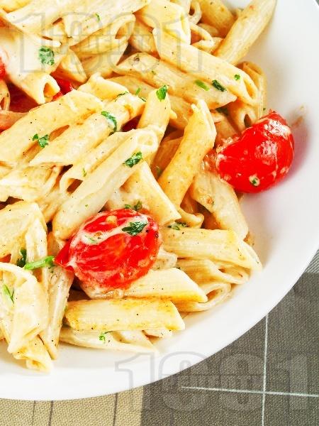 Паста с чери домати и моцарела - снимка на рецептата